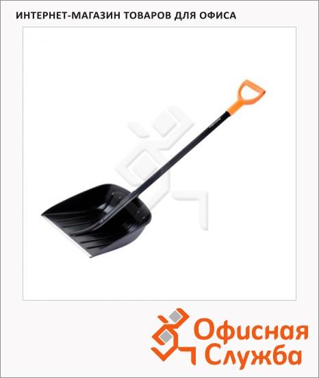 фото: Лопата для снега Fiskars с деревянным черенком 142610