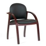 Кресло посетителя Chairman 659 иск. кожа, PU, черная, матовая, на ножках, темный орех